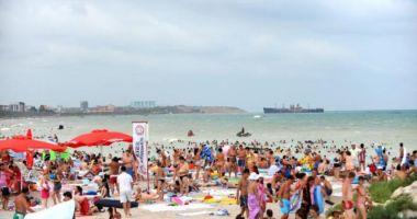 Cel mai aglomerat weekend la mare, peste 200.000 de turişti