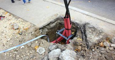 A început tăierea stâlpilor de beton de pe bulevardul Mamaia