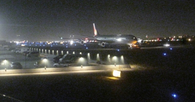 Atentat dejucat la bordul unui avion. Aeronava a aterizat de urgenţă, un rucsac a fost detonat pe pistă