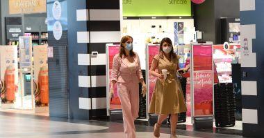 Patronii magazinelor din mall-uri ar putea primi jumătate din banii de chirie