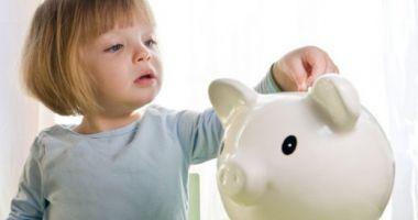 Veşti bune pentru copii şi părinţi. Vot favorabil în Senat pentru ordonanţa de majorare a alocaţiilor