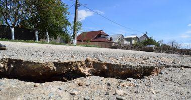 Alunecări de teren la Cumpăna. Mai multe case riscă să ajungă în Canalul Dunăre Marea Neagră