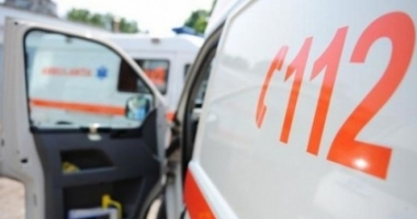 Copil de 12 ani în stare gravă, după ce s-a electrocutat şi a căzut de la aproape 7 metri