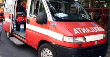 Pieton lovit de o ambulanţă, pe bulevardul I.C. Brătianu