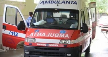Bătrân lovit de o maşină în parcarea de la Carrefour