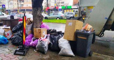 Amendă de 20.000 lei pentru că a aruncat gunoaiele pe bulevard