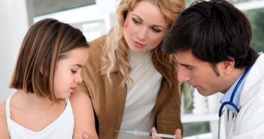 Amenzi usturătoare pentru părinţii care refuză vaccinarea