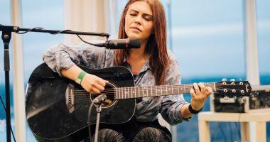 """Ana Coman cântă în club """"Doors"""""""