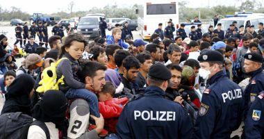 Angela Merkel respinge ideea unei axe Germania-Austria-Italia împotriva migraţiei