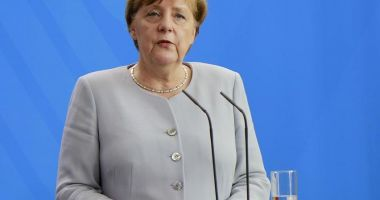 Angela Merkel le cere europenilor să se împotrivească populiştilor