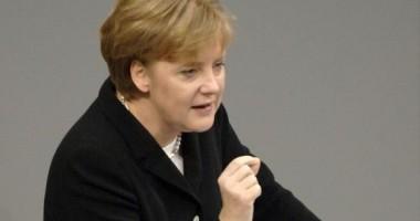 Angela Merkel,  noi abordări privind apărarea monedei euro