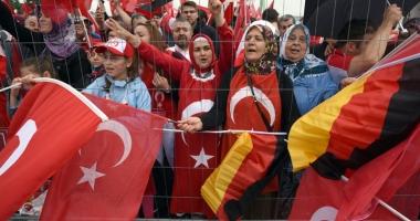 Ankara le cere turcilor să fie prudenţi în Germania
