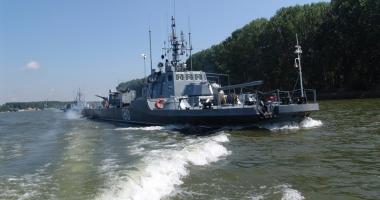 Antrenamente pe Dunăre ale navelor militare fluviale