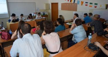 Apel pentru selecţia cadrelor didactice evaluatoare de manuale şcolare