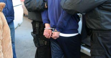 Prins de poliţişti după ce a furat un telefon dintr-o autoutilitară