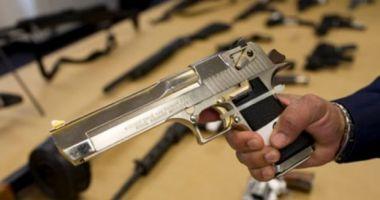 Poliţist împuşcat mortal de un imigrant ilegal