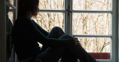 O tânără de 19 ani a încercat să se sinucidă pentru că iubitul nu-i răspundea la telefon