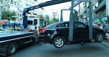 Atenție unde parcați! Poliția Locală ridică mașini pe bandă rulantă