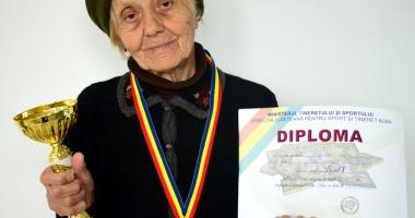 Foto : Atleta veterană Veronica Negreanu a câştigat Crosul Unirii, de la Alba Iulia