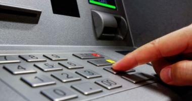 Schimbări MAJORE pentru cei care retrag CASH de la bancomat!