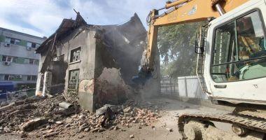 Au fost demolate clădirile vechi din curtea Spitalului de Boli Infecțioase