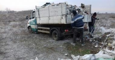 Au fost prinși și sancționați cei ce au aruncat deșeuri pe canalul Dunăre Marea Neagră