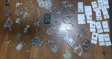 Bijuterii din aur alb, confiscate de poliţişti! Ce spun oamenii legii despre captură