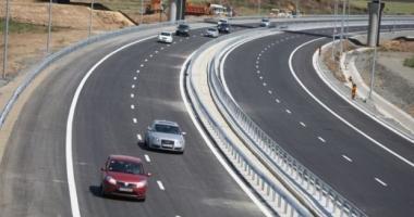 Tone de gunoi, parapete şi indicatoare rutiere avariate, pe drumurile patriei, după minivacanţa de Rusalii