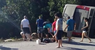 VACANŢĂ SFÂRŞITĂ TRAGIC. 11 MORŢI! Şoferul autocarului implicat a fugit de la locul faptei
