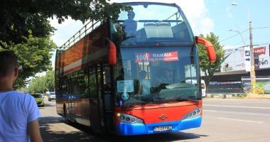 Cum circul� autobuzele etajate de pe traseele estivale Mamaia