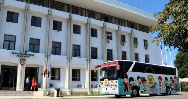 """""""Autobuzul Dram - Drum"""" a pornit la drum. Ce vor face copiii până pe 19 august"""