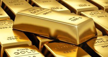 Aurul scade la un minim istoric! Iată la cât este cotat un gram