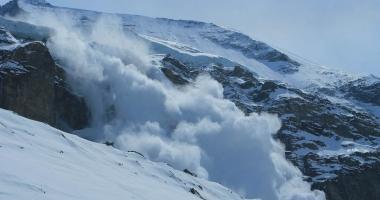 Turistul surprins de avalanşă în Bucegi a fost dus în vale peste 500 de metri
