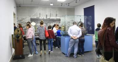 Aviaţia în pictură, la Muzeul Marinei