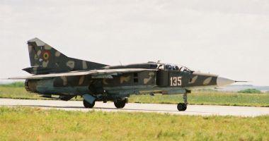 Piloţi de elită, pe MiG-29. Aterizare de noapte, în condiţii grele!