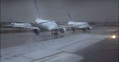 Aeroportul Otopeni a fost închis / Curse deviate către Constanța
