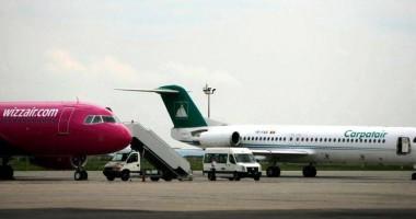 Aterizare de urgență la Timişoara: Unui copil din avion i s-a făcut rău