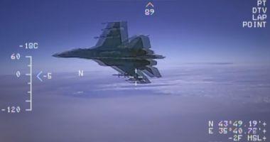 VIDEO / Momentul în care avionul rusesc ajunge extrem de aproape de o aeronava americană