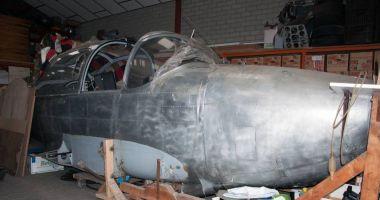 A servit în aviaţia militară germană, dar zace în hangar. Ar mai avea şanse de decolare? / GALERIE FOT0