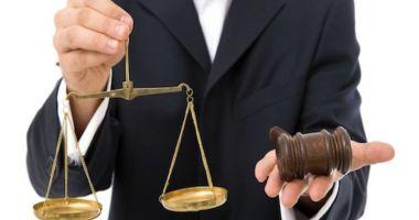 Cresc onorariile avocaţilor. Anunţul făcut de ministrul Justiţiei