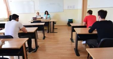 BACALAUREAT 2017. Aproape jumătate din cadidaţii înscrişi nu s-au prezentat la examen, iar unul a fost eliminat pentru fraudă