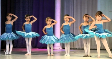 Lecţie deschisă de balet, la malul Mării Negre