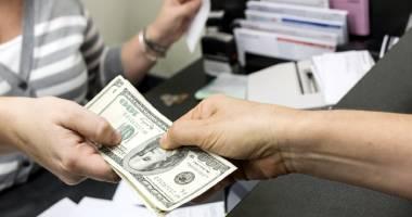 Băncile sunt disperate să vândă credite… scumpe!