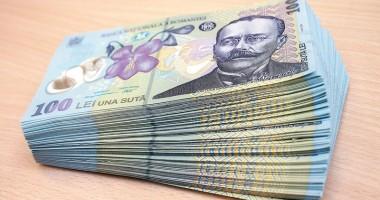 Un poliţist a fost prins cu bani falşi la cumpărături  VIDEO