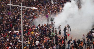 Aeroportul din Barcelona, blocat de protestatari. Zeci de răniți; peste 100 de zboruri sunt anulate