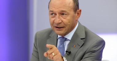Băsescu a sărbătorit cu foştii săi colegi 36 de ani de la absolvirea Institutului de Marină