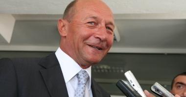 Băsescu îi propune lui Iohannis  să supună referendumului  şi Parlamentul  cu 300 de membri