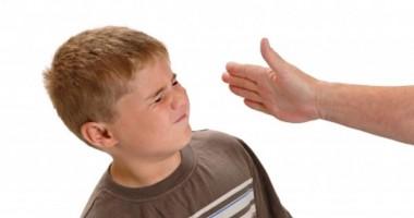 Salvaţi Copiii: 63 % dintre copii spun că sunt bătuţi de părinţi