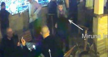 VIDEO INCREDIBIL! B�rbatul care a b�tut o salvamontist�, sub ochii unui jandarm, ar putea fi arestat