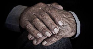 Caz șocant într-un cămin de bătrâni. Un bărbat de 102 ani ar fi agresat sexual o bătrână